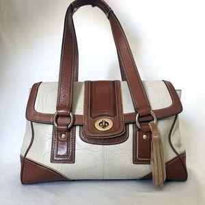 Coach! A beautiful Coach Hamptons purse! 👜